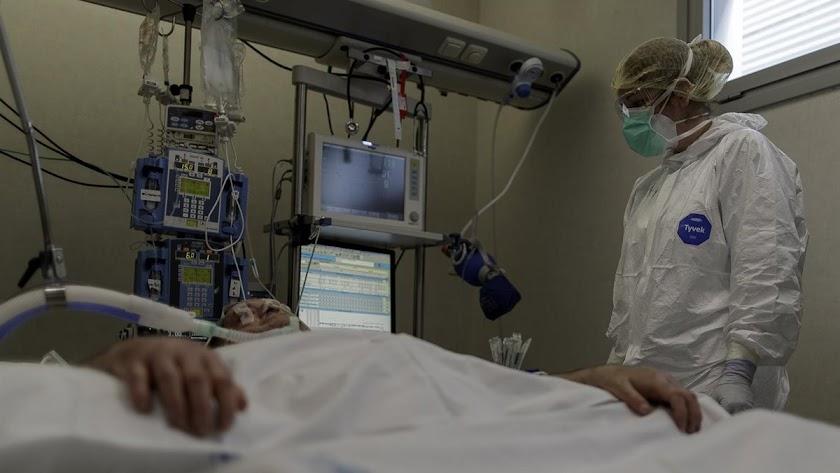Muere la novena residente de El Zapillo en un día con 449 curados.