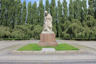 Photo: Sowjetisches Ehrenmal, Treptower Park