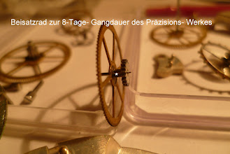 Photo: Das * besondere Doppelrad vergrößert die mit 35Stunden übliche Gangreserve einer normalenTaschenuhr aufca. 190 Stunden dieser 8- Tage- Eisenbahner- Taschenuhr aus der Schweiz.