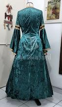 Photo: Vestido estilo medieval em veludo molhado verde petróleo e brocado especial preto e dourado com fio fantasia.    Site: http://www.josetteblanchard.com/  Facebook: https://www.facebook.com/JosetteBlanchardCorsets/  Email: josetteblanchardcorsets@gmail.com josetteblanchardcorsets@hotmail.com