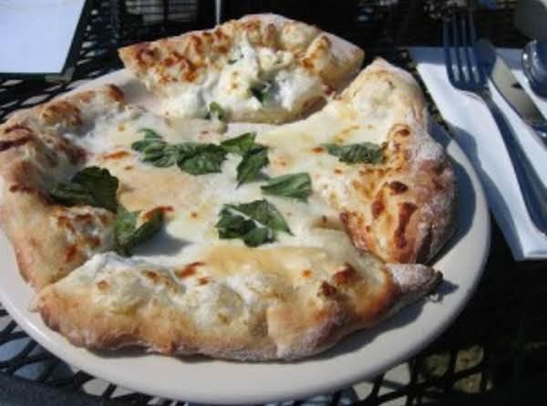 Olive Garden Chicken Formaggio Pizza Recipe