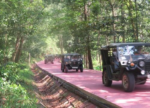 Thánh địa Mỹ Sơn đón khách tham quan bằng xe jeep