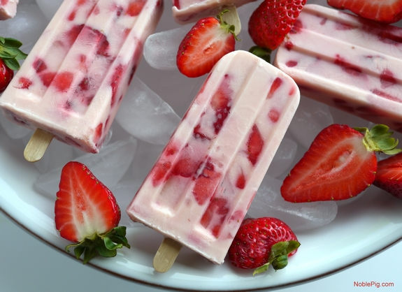 Strawberries and Cream Popsicles Recipe