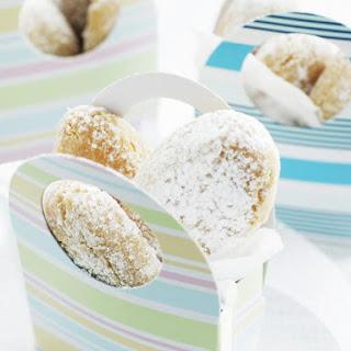Ricciarelli (Almond Cookies).