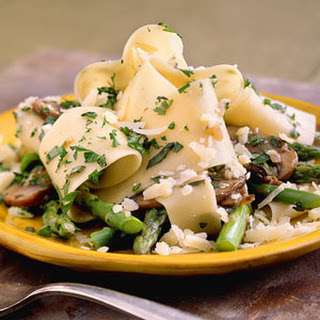 Pasta with Asparagus and Mushrooms