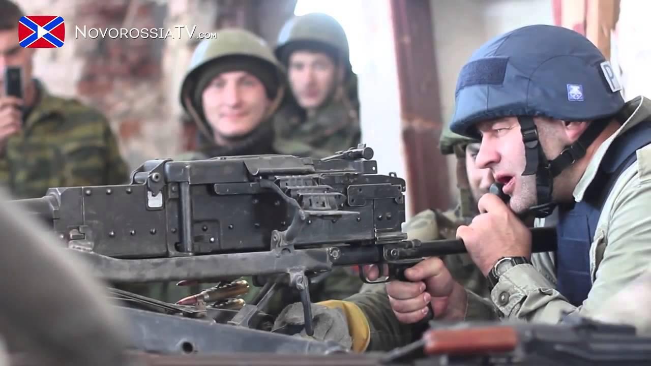 Фото: Михаил Пореченков стреляет в Донецком аэропорту
