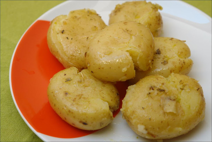 Potatoes with Garlic and Oregano
