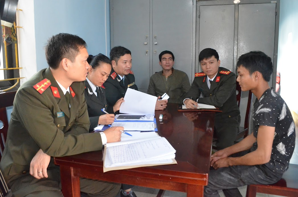 Đối tượng Phạm Văn Hoàn làm việc với cơ quan chức năng