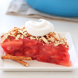 HG's Upside-Down Strawberry Pretzel Pie