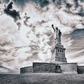 Statue of Liberty by David Chew - Buildings & Architecture Statues & Monuments ( statue of liberty, monument, new york, liberty island, usa )