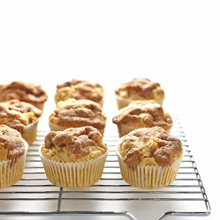 Apple Cinnamon Muffins Recipe with a Cinnamon Crunch Topping