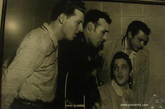 Photo: Jerry Lee Lewis, Carl Perkins, Elvis Presley en Johny Cash in de Sun Studio