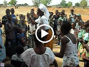 Video: Sortie de messe février 2009