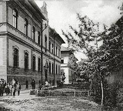 Photo: A tanulói szakkollégiumok bentlakásra lettek tervezve 120 fiú és 120 leány árva gyermek számára, érdekes megemlíteni, hogy az árvákat anyával és apával kiegészített nagycsaládokban nevelték! ; a kertjében 1902-ben további pavilonok épültek meg, a 3. épület - a Poroszlay utca sarkán lévő - még később, 1910-ben készült el