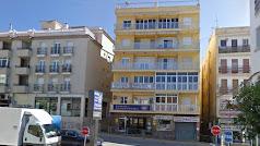 Imagen del edificio donde se encuentra la vivienda incendiada. Fuente: Google.