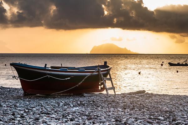 E subito riprende il viaggio come dopo il naufragio un superstite lupo di mare di Amber_Bright