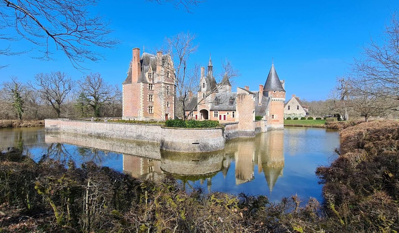 Château classé monument historique Lassay-sur-Croisne
