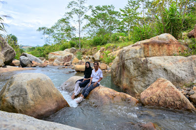 Aree & Phat from Trip Store Krabi Team at Khao Phanom Bencha Waterfall