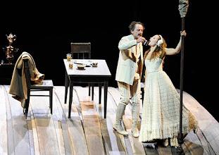 Photo: WIEN/ Burgtheater: WASSA SCHELESNOWA von Maxim Gorki. Premiere22.10.2015. Inszenierung: Andreas Kriegenburg. Peter Knaack, Aenna Schwarz. Copyright: Barbara Zeininger