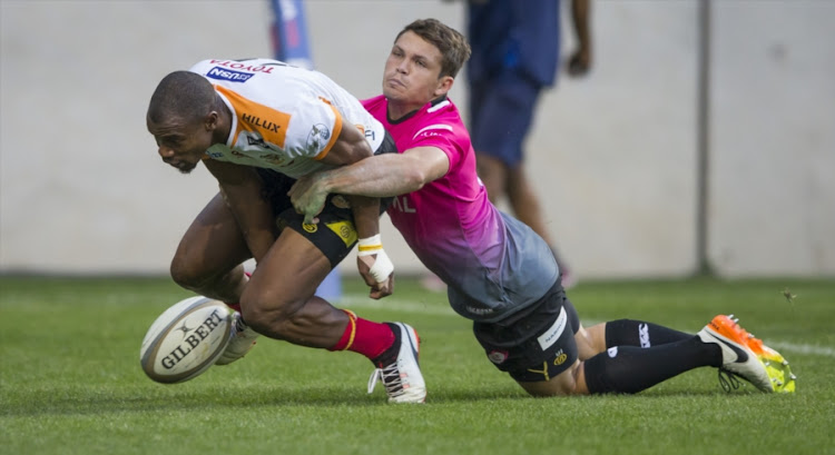 Makazole Mapimpi of the Free State Cheetahs and Reynier van Rooyen of the Steval Pumas during the Currie Cup match between Steval Pumas and Toyota Free State Cheetahs at Mbombela Stadium on August 09, 2017 in Nelspruit, South Africa.