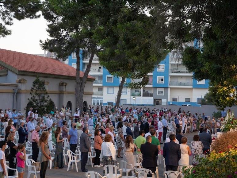 Feligreses de Aguadulce, en la última misa de don Ramón Garrido en Aguadulce.