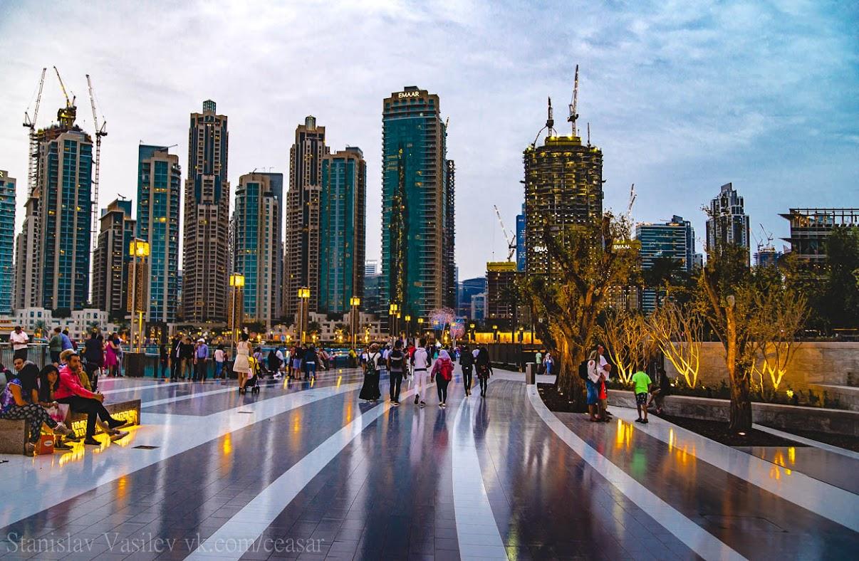 Вид с площади перед Бурдж-Халифа