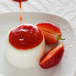 Vegetarian Panna Cotta With Strawberry Coulis