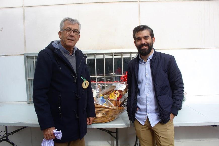Tomás Cano, párroco de San Juan; y Álvaro Hernández, periodista de La Voz.