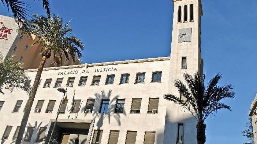 Los acusados se enfrentan a penas de 15 y 8 años de prisión en un juicio con jurado popular en la Au