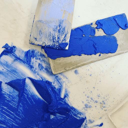 béton coloré pour projet sur-mesure pour la boutiue izipizi