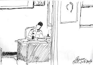 Photo: 辦公2010.10.25鋼筆 監所幹戒護的,只有少數人是有自己的辦公室和座位的,今天中午去二表哥辦公室吃便當,他還在忙,在監所十來年我很少看到有人像他這麼認真的,連中午都泡個麥片就算有吃了,然後又繼續幹活了。