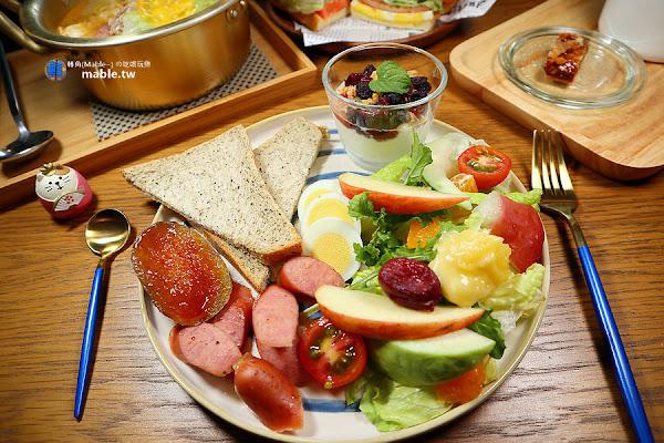 高雄早午餐┃厚皮咖啡:平價不限時咖啡廳,芋頭蛋糕必點