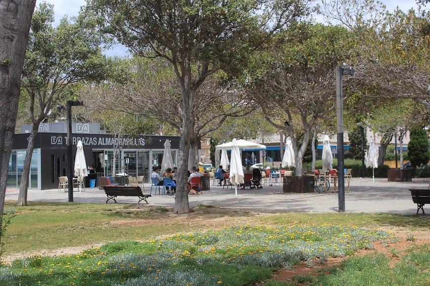 Terraza Kiosko Almadrabillas, en el Parque de los Periodistas.