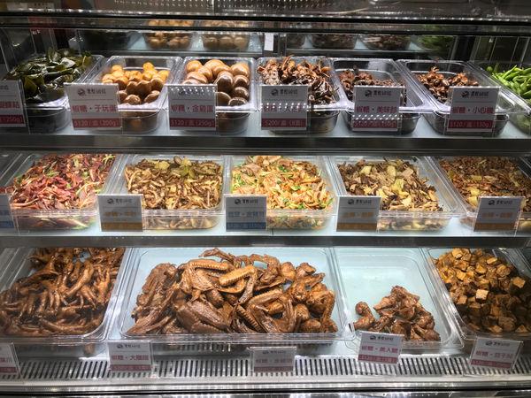 超入味滷味專賣店 低溫保存冷的、熱的都好吃 信義商圈百貨內的滷味店-賣灶