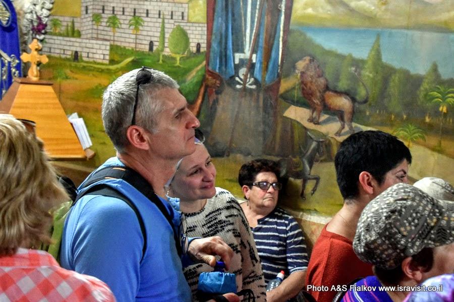 На экскурсии Светланы Фиалковой в монастыре Герасима Иорданского.
