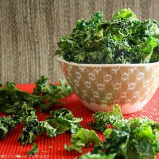 Raw Vegan Sour Cream and Onion Kale Chips.