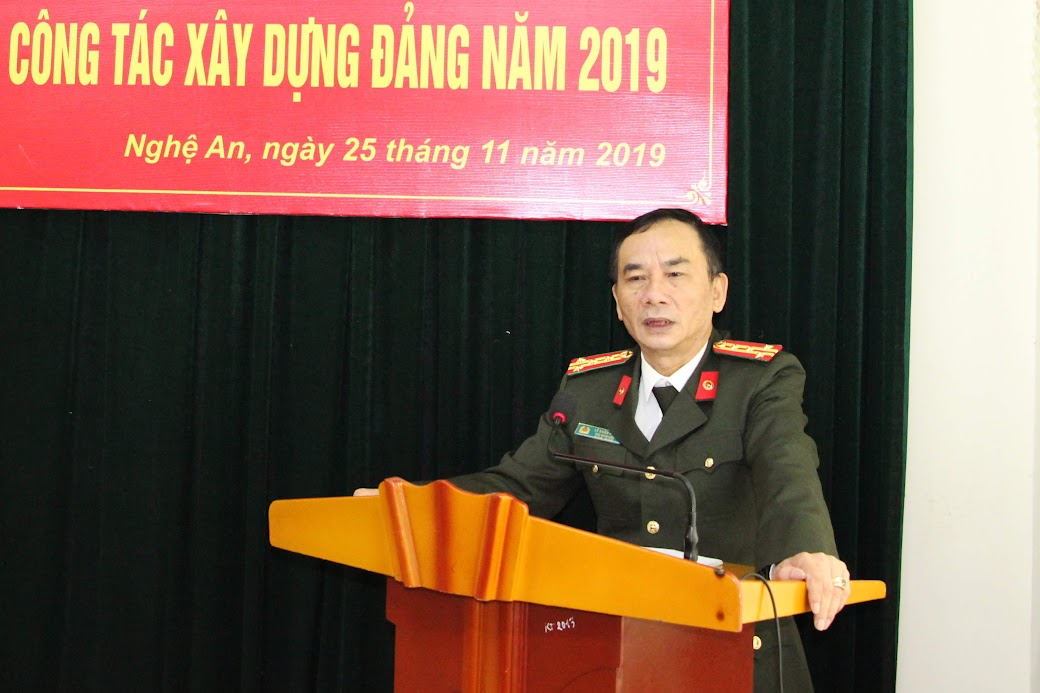 Đồng chí Đại tá Lê Xuân Hoài – Phó Giám đốc Công an tỉnh ghi nhận và đánh giá cao kết quả chi bộ Báo Công an Nghệ An đã đạt được trong năm 2019