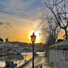 Farola by Juan Tomas Alvarez Minobis - Instagram & Mobile Other ( roma, sunshine, italy, river )