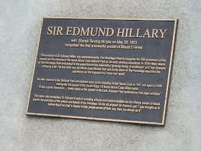 Photo: The statue of Sir Edmund Hillary in front of the Hermitage. I forgot to photograph this during my main visit, so I grabbed these photos when my bus from Twizel to Lake Tekapo stopped here for an hour.