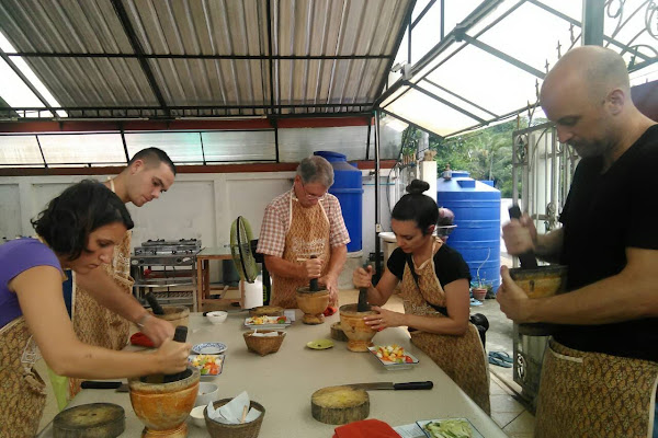 Learn how to prepare the famous Papaya salad