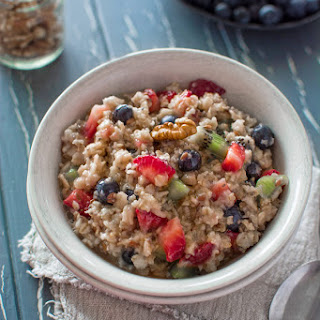 OATMEAL WITH BERRIES.