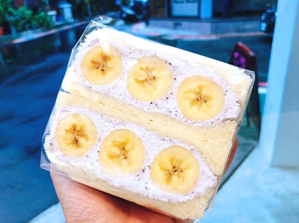 【台北  J Fruit Mart】日本夫妻經營水果店。香蕉with藍莓醬/蜜柑鮮奶油三明治都好吃