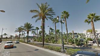 Imagen de las farolas situadas en la Carretera de Alicún en el municipio de Roquetas de Mar.