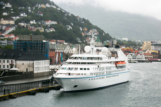Star-Breeze-in-Bergen.jpg - The Windstar Cruises ship Star Breeze docked in Bergen.