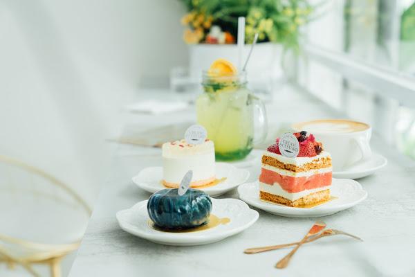 Cream&Custard|新加坡人氣甜點台灣也吃到囉!迷幻系星采鏡面蛋糕、草莓蛋糕裡竟有冰涼西瓜片令人驚喜!