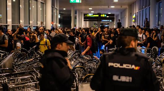 Manifestación de los radicales en el aeropuerto de Barcelona.