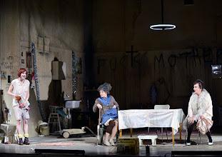 Photo: Wien/ Akademietheater: DIE PRÄSIDENTINNEN von Werner Schwab. Inszenierung David Bösch. Stefanie Dvorak, Barbara Petritsch. Copyright: Barbara Zeininger