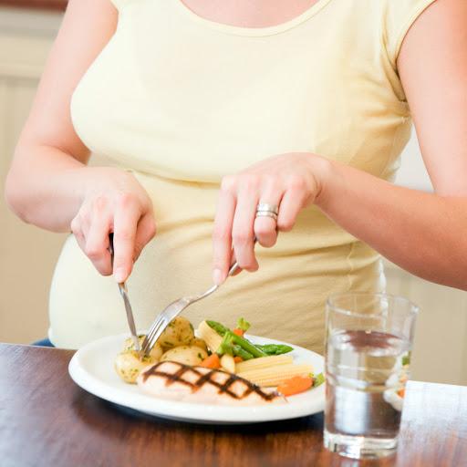 Dinh dưỡng trong suốt thai kỳ và những điều mẹ cần biết