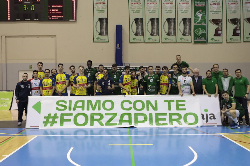 El día que Unicaja e Ibiza rindieron un bonito homenaje en el Pabellón Moisés Ruiz.