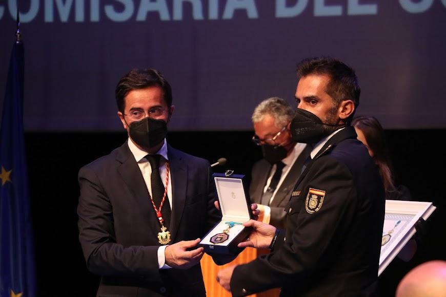 La Policía Nacional recogió la Medalla de Honor.